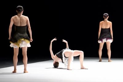 Hyo-Jung Kang, Elisa Badenes, Agnes Su in Out of Breath by Johan IngerPhoto Stuttgart Ballet