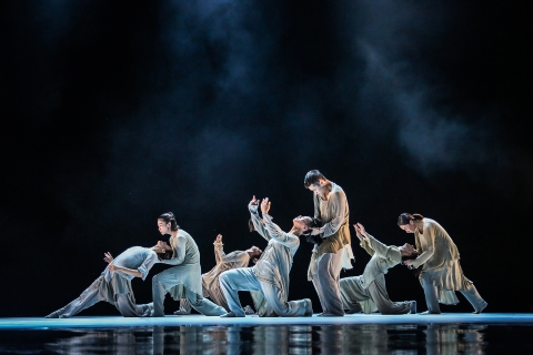 Beautiful art, beautifully danced: XieXin Dance Theater (謝欣舞蹈劇場) in From IN (一撇一捺)