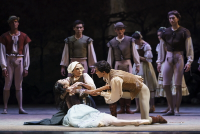 Momoko Hirata as Giselle, Marion Tait as her mother and César Morales as AlbrechtPhoto Bill Cooper