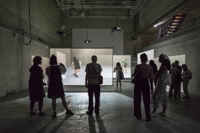 The video installation Perception Unfolds: Looking at Deborah Hay's DancePhoto Dajana Lothert