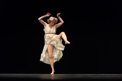 Elizabeth Schwartz in Isadora Duncan by Jérôme BelPhoto Camille Blake