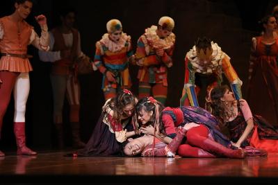 The death of Mercutio (Adonhay Soares da Silva) in John Cranko's Romeo and JulietPhoto courtesy Art Wave