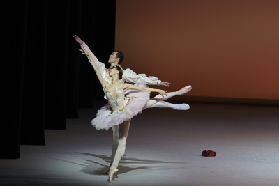 Chen Zhiyao and Wei Wei in Le Grand Pas de Deux by Christian SpuckPhoto Conrad Dy-Liacco