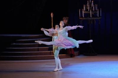 Amber Lewis as the Neapolitan Princess with Shen Jie in Swan Lake Photo Keith Hiro