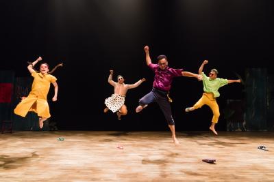 Tjimur Dance Theatre in Ai~Sa sa by Baru MadiljinPhoto Chen Chang-chih