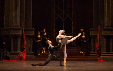 Birmingham Royal Ballet's Swan Lake(pictured: Delia Mathews as Odile and Brandon Lawrence as Prince Siegfried)Photo Andrew Ross
