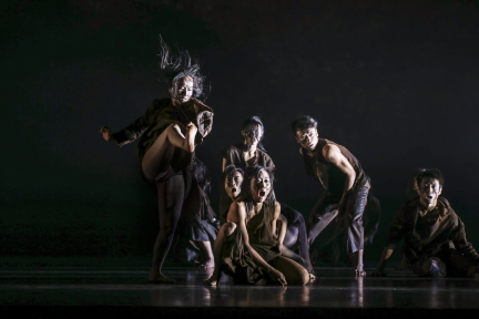 Magic! Cloud Gate Dance Theatre of Taiwan in 13 Tongues and Dust