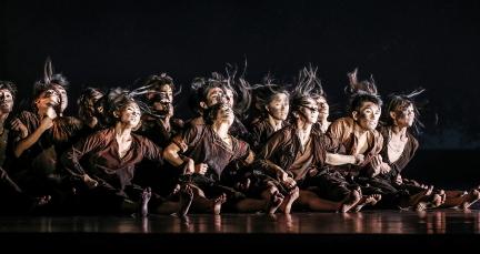 Cloud Gate Dance Theatre in DustPhoto Liu Chen-hsiang