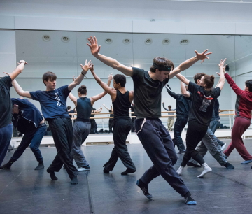 The Royal Ballet rehearse Untouchable by Hofesh ShechterPhoto Tristram Kenton/ROH