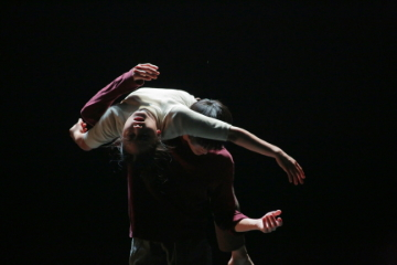 In-Between by Lai Wei-chun and Hung Sheng-chiao(here danced by the choreographers)>br/>Photo Lin Che-ming