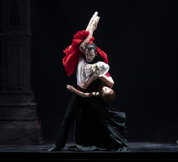 Javier Torres as Dracula and Antoinette Brooks-Daw as Lucy in DraculaPhoto Emma Kauldhar