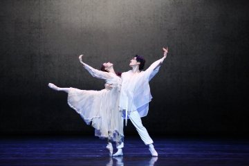 Misun Kang and Hyunjun Lee in The Love of ChunhyangPhoto Universal Ballet/Kyoungjin Kim