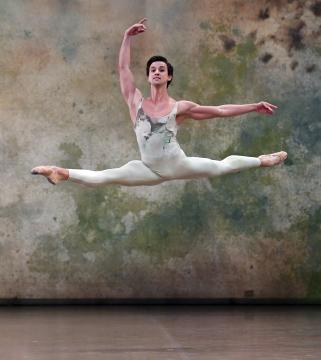 Moacir de Oliviera in the Fourth Movement (E) of Initials R.B.M.E. by John CrankoPhoto Stuttgart Ballet