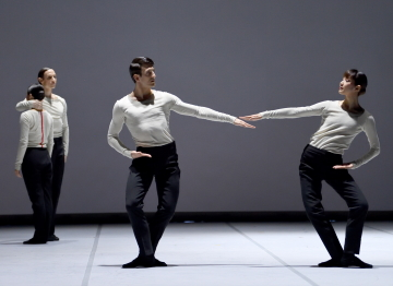 Fabio Adorisio, Ami Morita, Hyo-Jung Kang and Roman Novitzky in Patterns of ¾ by Edward ClugPhoto Stuttgart Ballet