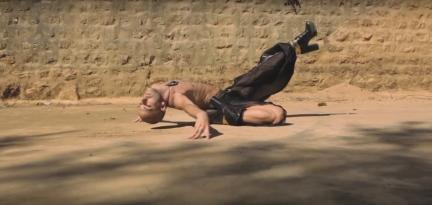 Hoedy Saad in Folk VogueScreenshot from film