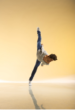 Andres De Blust-Mommaerts in Lie of the Land, choreography by Martin Lawrancefrom Alston NashPhoto Chris Nash