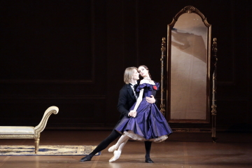 Svetlana Zakharova and Edvin Revazov in Lady of the Camellias by John NeumeierPhoto Damir Yusupov