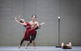 Hamburg Ballett in John Neumeier's Ghost Light: A Ballet in the Time of Corona