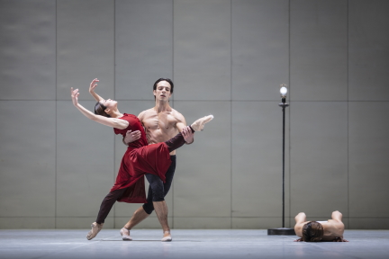 Hamburg Ballett in John Neumeier's Ghost Light: A Ballet in the Time of Corona
