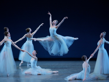 Sara Mearns and New York City Ballet in George Balanchine's SerenadePhoto Paul Kolnik