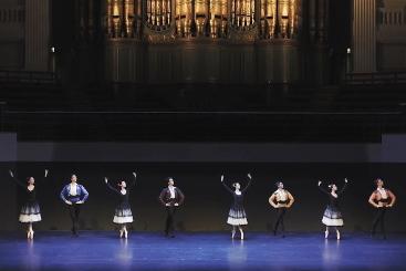 Birmingham Royal Ballet in Majismo by Jorge Garciabeneath the Birmingham Town Hall's impressive organScreenshot from film