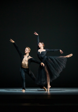 Elle Macy and Dylan Wald in Jessica Lang's Ghost VariationsPhoto Lindsay Thomas