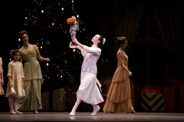 Elizabeth Powell as Clara in Helgi Tomasson's NutcrackerPhoto Erik Tomasson