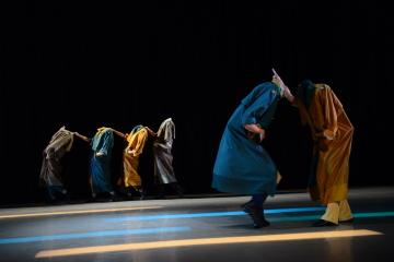 Sun-Shier Dance Theatre in Man Under the Suit by Lin Yi-chiehPhoto Jian Yi-fu