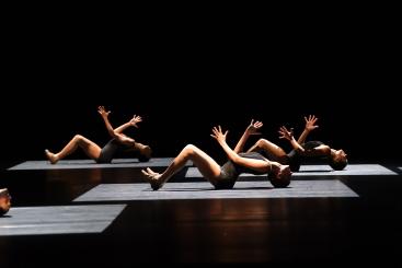 Stuttgart Ballet in Jiří Kylián's Falling AngelsPhoto Stuttgart Ballet