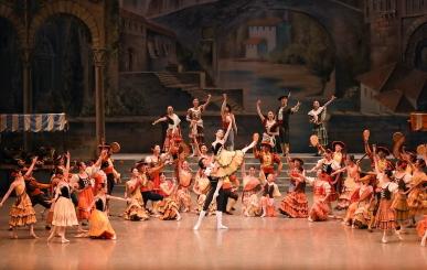 Akira Akiyama (Kitri) and Yasuomi Akimoto (Basilo)with artists of The Tokyo Ballet in Don QuixotePhoto Kiyonori Hasegawa