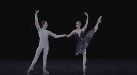 Dinu Tamazlacaru and Yolanda Correa in the final pas de deux from Swan LakeScreenshot from film