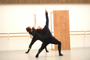 Aitor Arrieta and Isaac Hernandez in rehearsal for Creature by Akram KhanPhoto Laurent Liotardo