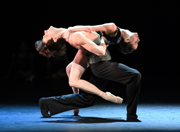Friedemann Vogel and Elisa Badenes in Eisssein by Mauro BigonzettiPhoto Stuttgart Ballet